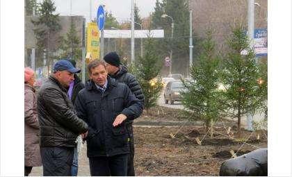 Вице-мэр по ЖКХ Сергей Носов (на фото справа) говорит, что в ходе реконструкции ул. Ленина в Бердске уцелеют далеко не все парковки
