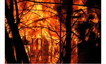 Барак в пос. Агролес уничтожен огне