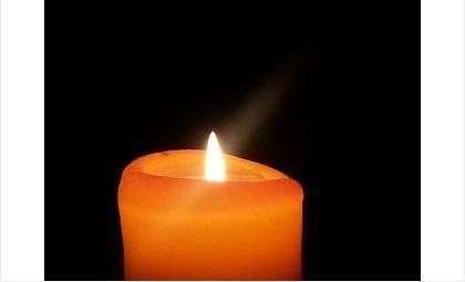 Люди несколько часов сидят при свечах