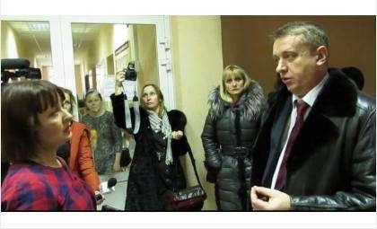 Руководитель танцевального коллектива «Бердчаночка» Татьяна Петеримова и и.о. мэра Бердска Андрей Михайлов