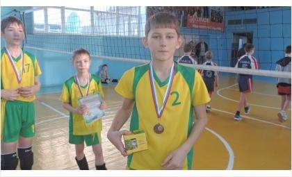 Бердчанин Кирилл Власов - лучший игрок рождественского турнира по волейболу