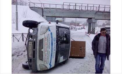 Перевернулся в Бердске грузовик новосибирской фирмы «Элен-Техно»