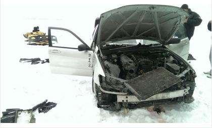 Угнанный автомобиль был разобран на запчасти в поле у кладбища