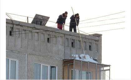 Управляющие компании Бердска начали очищать крыши еще в середине января