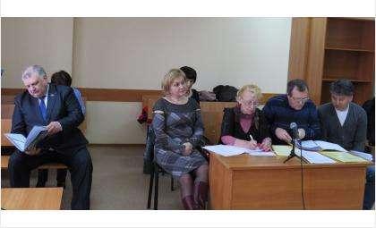 Депутат Андрей Некрасов (на фото слева) добровольцем вызвался участвовать в суде