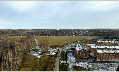 Район трехэтажных многоквартирных домов в микрорайоне Раздольный в Бердске. Фото © razdolny.ru
