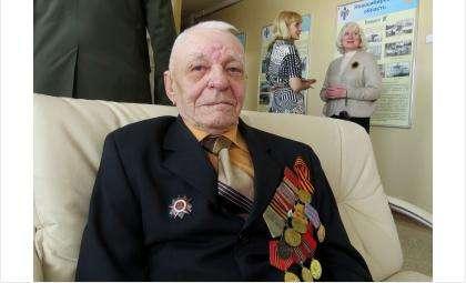Бердский фронтовик Николай Константинович Пучкин пришел в мэрию на встречу с губернатором НСО - просить денег на ремонт своего дома
