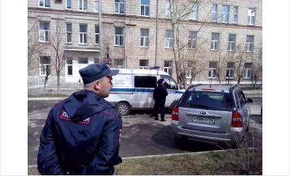 Видео: Саперы вызваны в Бердск для обезвреживания взрывчатки в горбольнице