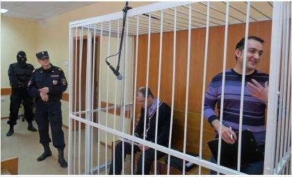 Владимир Мухамедов до начала суда был весел. Илья Потапов выглядил сосредоточненым и поникшим