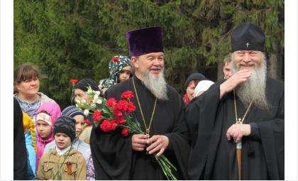 Настоятель бердского православного прихода Василий и митрополит Тихон