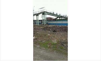 За забором вокзала