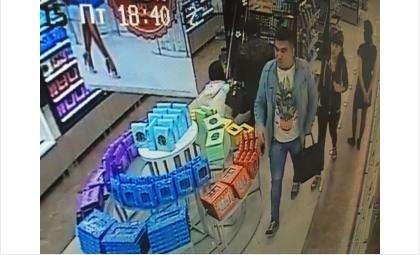 Молодой человек положил в сумочку 8 флаконов духов на сумму 18,5 тыс. рублей и не оплатил