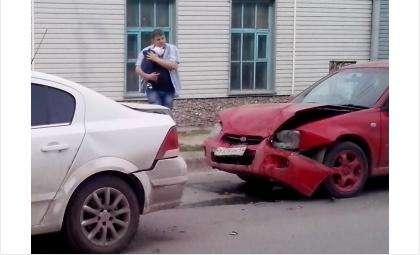Ребенок в момент аварии был в автолюльке и не пострадал