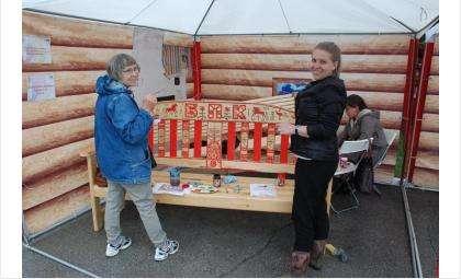 В акции #ЛАВКАМИРА могут участвовать все желающие. Подари деревянную лавку парку, а распишут ее мастера!