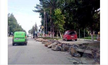 Проводится демонтаж бордюрного камня на участке ул. Ленина, который будет реконструирован