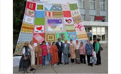 Самый большой платок в России сшит в Бердске