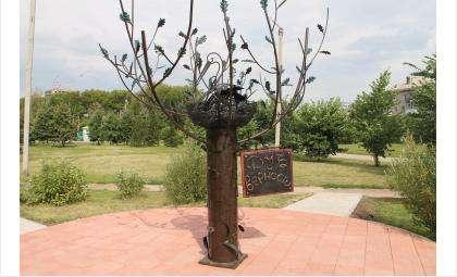 «Дуб верности» сделали у фонтана «Желаний» в Бердске