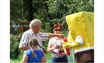 Бердчане дарили билеты на карусели детям-сиротам и детям-инвалидам