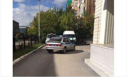 Здание суда, где захватили заложника, взято в оцепление