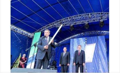 Очередную картину подарил губернатор НСО в День города Бердска