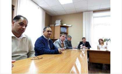 На фото слева направо: Альхаллак Мансур и Камбар Хасан (Кувейт), Владимир Давыдов и Дмитрий Семенов (ПК Багира-М), Сергей Носов и Наталья Марусина (мэрия Бердска)