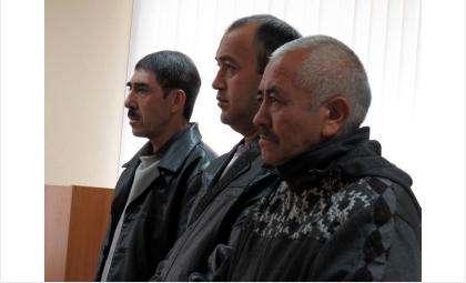 Осуждены за незаконную легализацию соотечественников (слева направо) Исроил Холикдов, Абдулахат Абдунабиев и Равшанбек Базарбаев