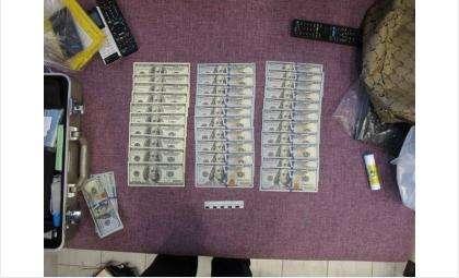 У членов ОПГ были изъяты наркотики и деньги, полученные от сбыта наркотиков