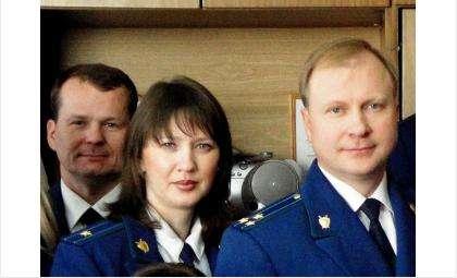 Младший советник юстиции Ольга Стулина работает помощником прокурора Бердска с 2002 года