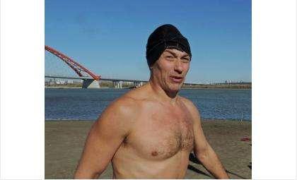 Бердчанин Виталий Панасюк проплывет под Бугринским мостом 5 километров в ледяной воде