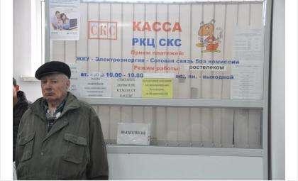 Бердчане вынуждены проводить в очередях в кассы по нескольку часов