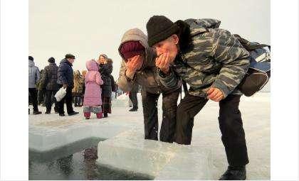 Тем, кто не может по состоянию здоровья окунуться в крещенскую прорубь, достаточно умыться святой водой