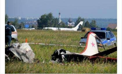 Самолет загорелся после удара о землю. В нем погибли инструктор и курсантка