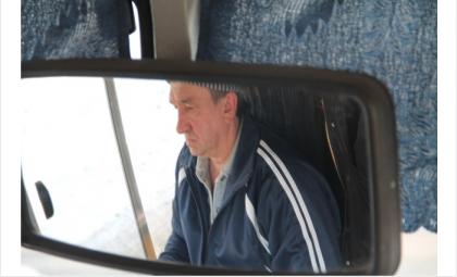 Водитель Игорь Дождев ведет обкатку нового автобуса стоимостью 1,4 млн рублей