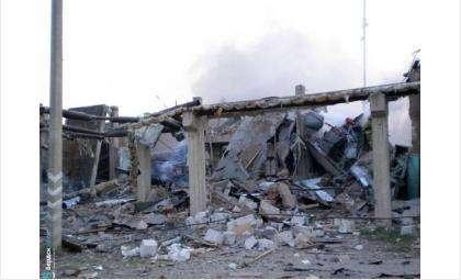 Так после взрыва выглядел цех №8 на НЗИВ в Искитиме. Под завалами погибли трое. Тела двоих сутки не могли найти