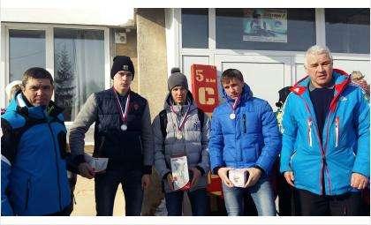 Амир Гареев (на фото справа) наградил победителей соревнований