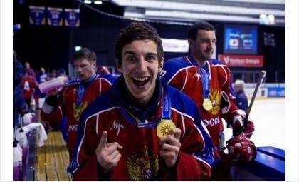 Вратарь ХК «Кристалл» Илья Шевцов - чемпион мира по хоккею. Хоккеист из Бердска помог России вырвать победу у Канады