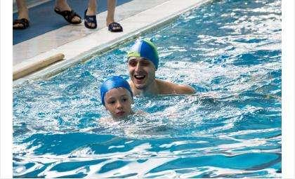 """Воспитанники детсада """"Кристаллик"""" занимаются спортом вместе с родителями"""