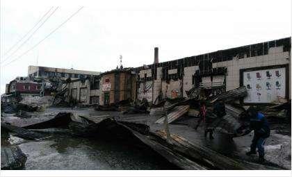 Так выглядит мебельный гипермаркет Уют в Бердске после пожара (фото Кирилл Подпорин)