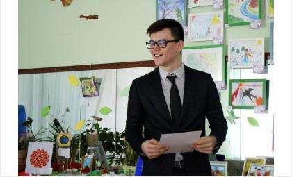16-летний Эмиль Отакулов из Бердска победил в областном конкурсе чтецов