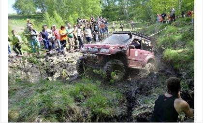 Участники соревнований показали зрителям чудеса проходимости своих автомобилей