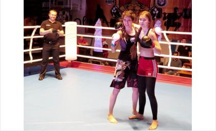 Бой девушек на ринге в Бердске длился 1 минуту 36 секунд