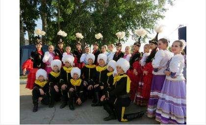 Колоритные костюмы у каждого участника фестиваля национальных культур