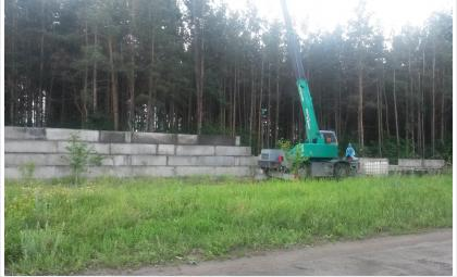 Деревья уничтожены, строительство гаражей идет полным ходом