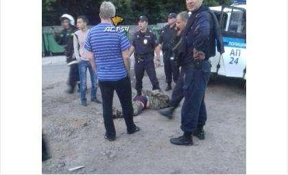 Стрелка задержали и увезли в полицию