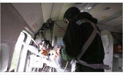Пропавший самолет искали спасатели МЧС