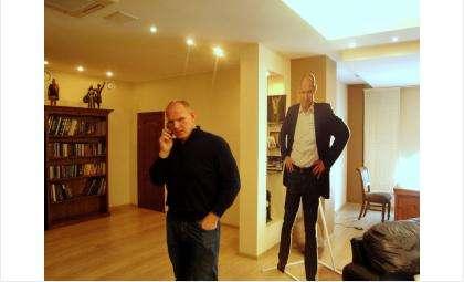 Александр Карелин в своем рабочем кабинете в Новосибирске. Фото из личного архива Галины Жильцовой