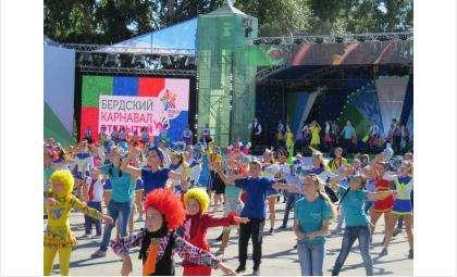 Впервые в Бердске - в день 300-летия - прошел карнавал