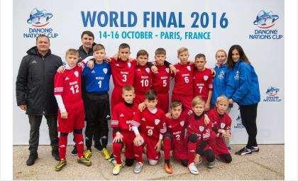 Команда «Кристалл - СМЦ Стиллайн» на Кубке наций Danone по футболу во Франции