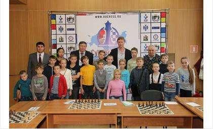 Павел Трегубов в Бердске (на фото - третий слева в дальнем ряду)