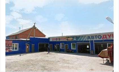 Опора ЛЭП в Искитиме попала внутрь кафе в шиномонтажном комплексе